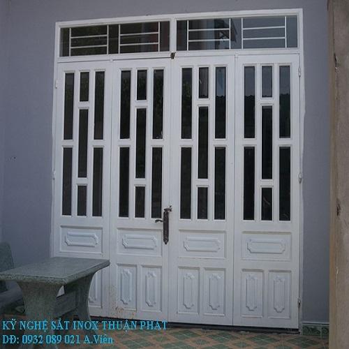 Mẫu cửa cổng sắt 2 cánh đẹp 1